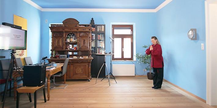 qiging im wohnzimmer studio